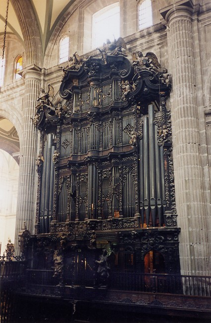 : facade of the Mexican organ